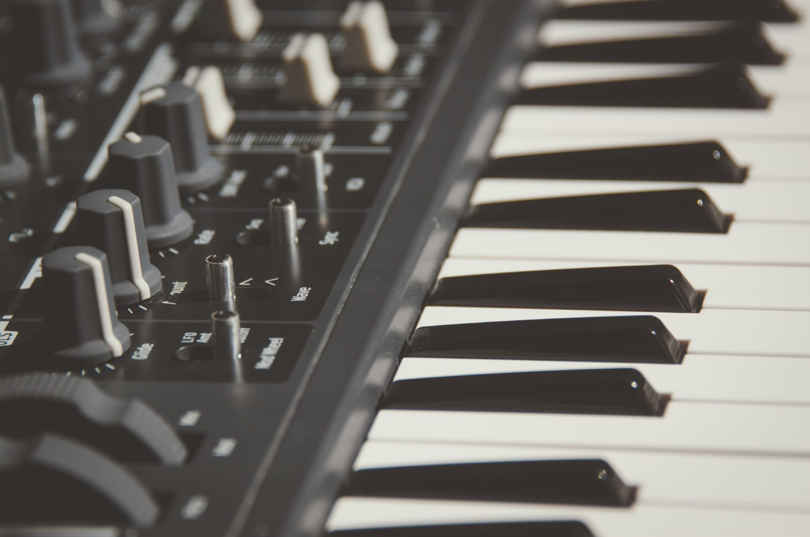 Why Hybrid Pianos Are The Future! - OnlinePianist