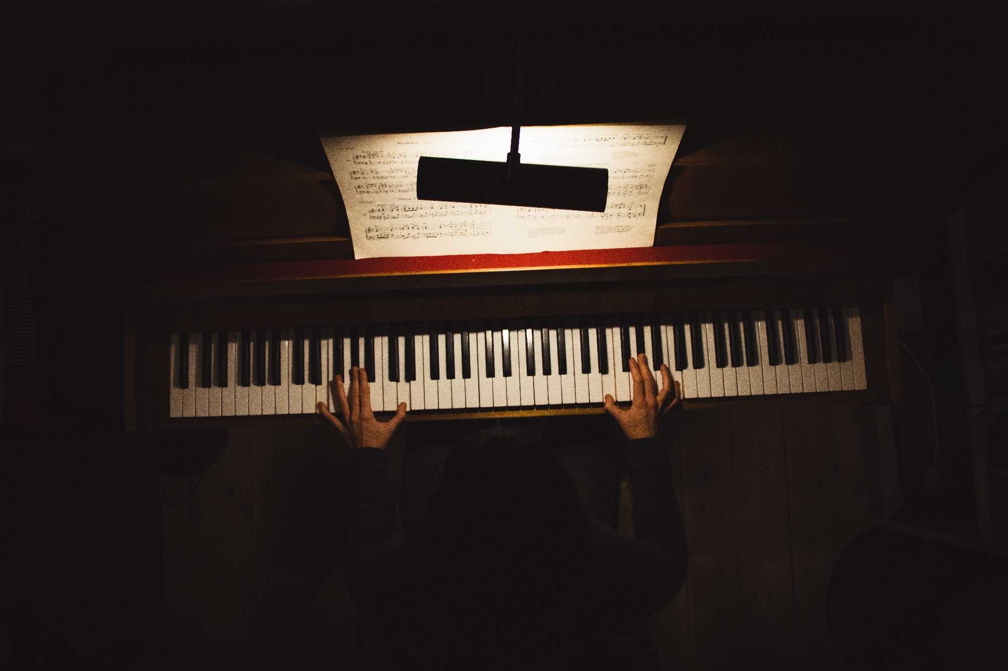 The Pros and Cons of Learning the Piano Online - OnlinePianist